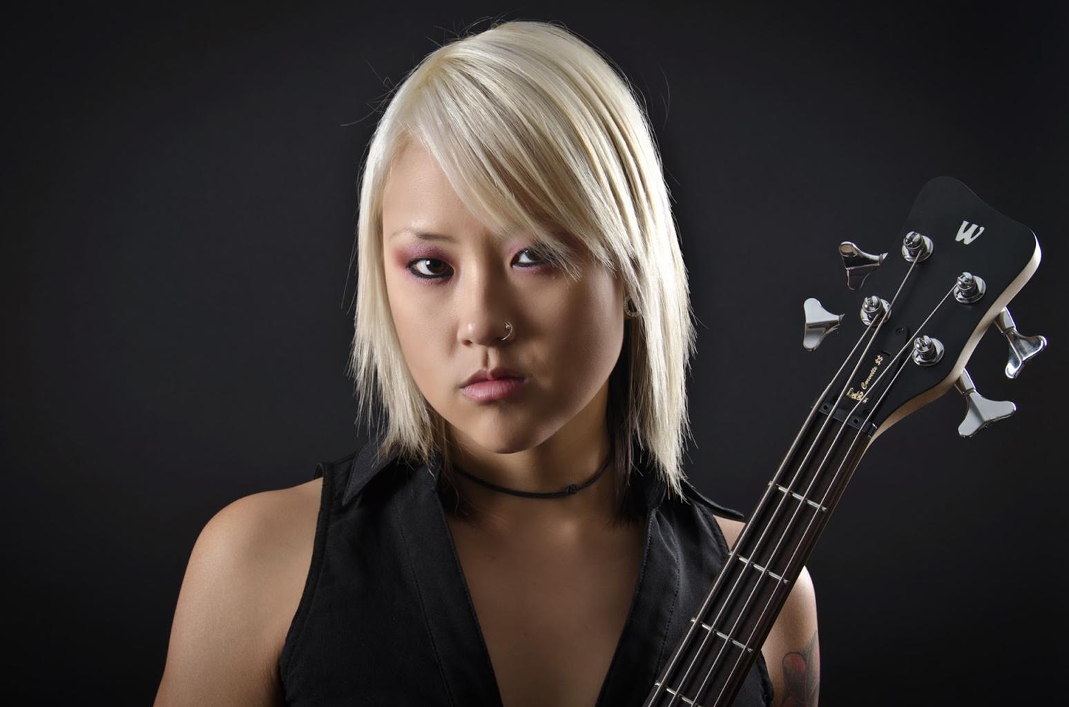 Trish Doan (Kittie) február 13.<br /><br />A 31 éves dél-koreai születésű basszusgitáros nem tisztázott körülmények között halt meg még február közepén. A korábban anorexiával és depresszióval is küzdő zenész 2012 óta erősítette újra a Kittie sorait.