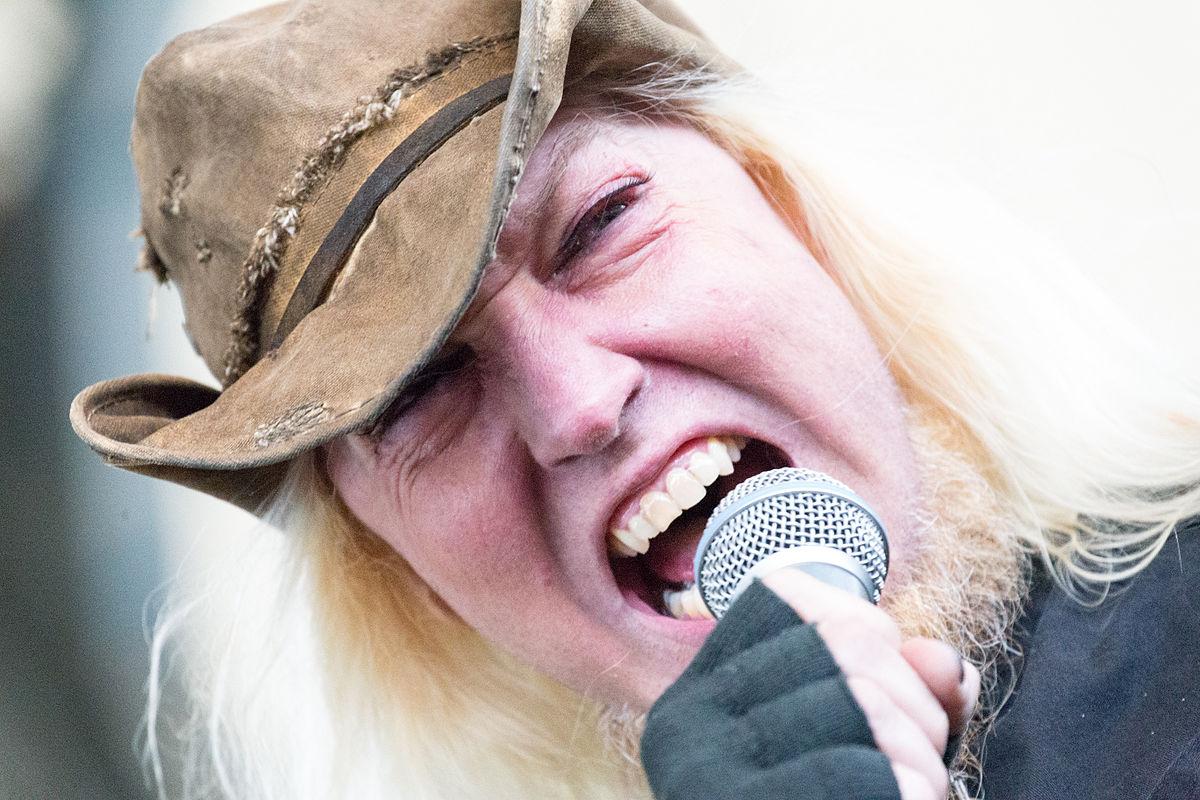 Warrel Dane (Nevermore, Sanctuary) december 18.<br /><br />Az egyedi hangú és stílusú énekes hosszantartó alkoholproblémákkal szenvedett és a cukorbetegség sem kímélte, az életét mégis egy szívroham oltotta ki. Éppen a második szólólemezén dolgozott Brazíliában, amikor feladta a harcot.