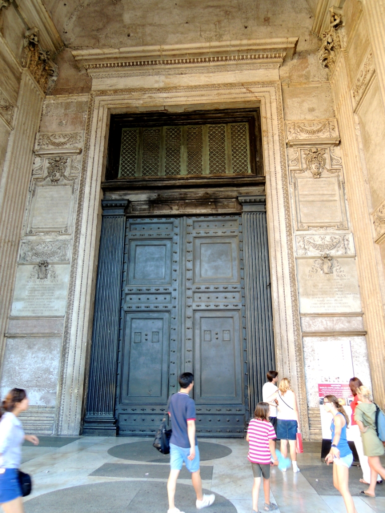 pantheon kapu.JPG