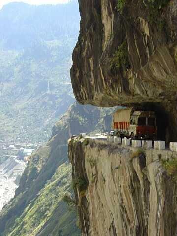 karakoram_highway_in_pakistan_7150.jpg
