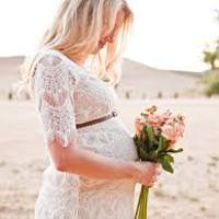 Menyasszonyi ruhák kismamáknak