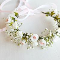 Menyasszony virágkoszorúval? IGEN! 5 csodás ruhát is tudunk hozzá
