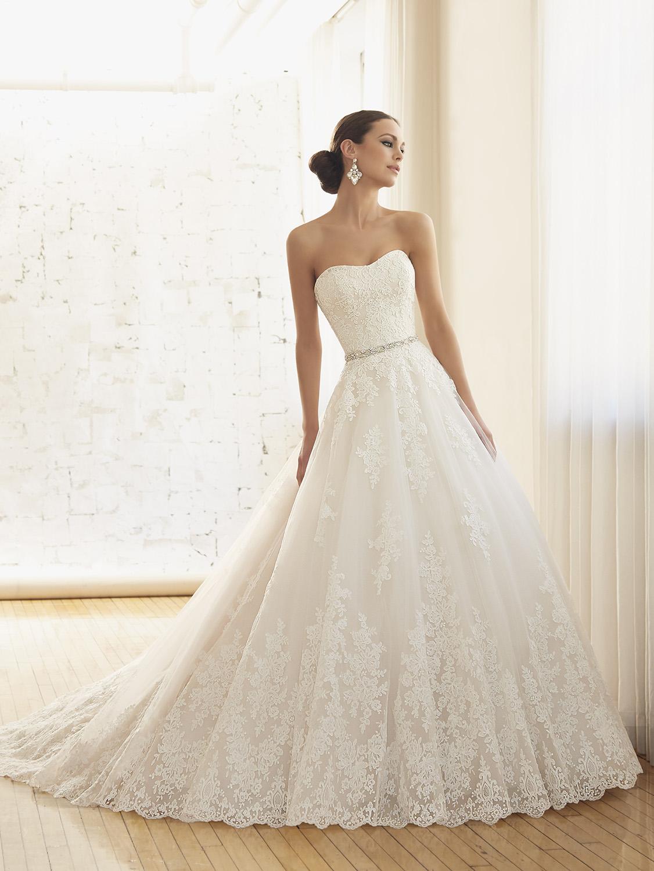 5 kérdés 5 válasz az A-vonalú menyasszonyi ruháról - Királynő vagy ... 99092f4e9b