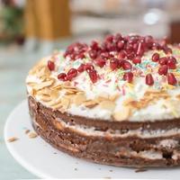 Fehér csokis mascarponés torta gránátalmával