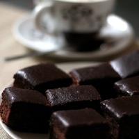 A süti, aminek MINDIG elkérik a receptjét: csokis-diós kocka