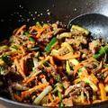 Zöldséges szójás kacsamell wokban