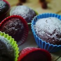 Minden muffint megszégyenítő szaftosság: nutellás-körtés-csokis muffin