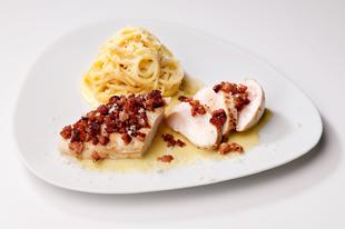 Csirkés carbonara krémes parmezánnal és Asiago sajtmártással