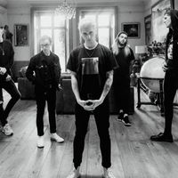 HOLDING ABSENCE - Klippremier: Like A Shadow