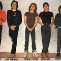 AC/DC - Cliff Williams szögre akasztja a basszusgitárt