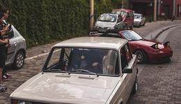 A két kedvenc pécsi autónk helycserés támadása a Burgers & Wheels bejárata előtt. Te miért nem hoztad el a tiedet?