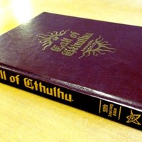 Már 30 éve Ph'nglui mglw'nafh Cthulhu R'lyeh wgah'nagl fhtagn az RPG-ben is