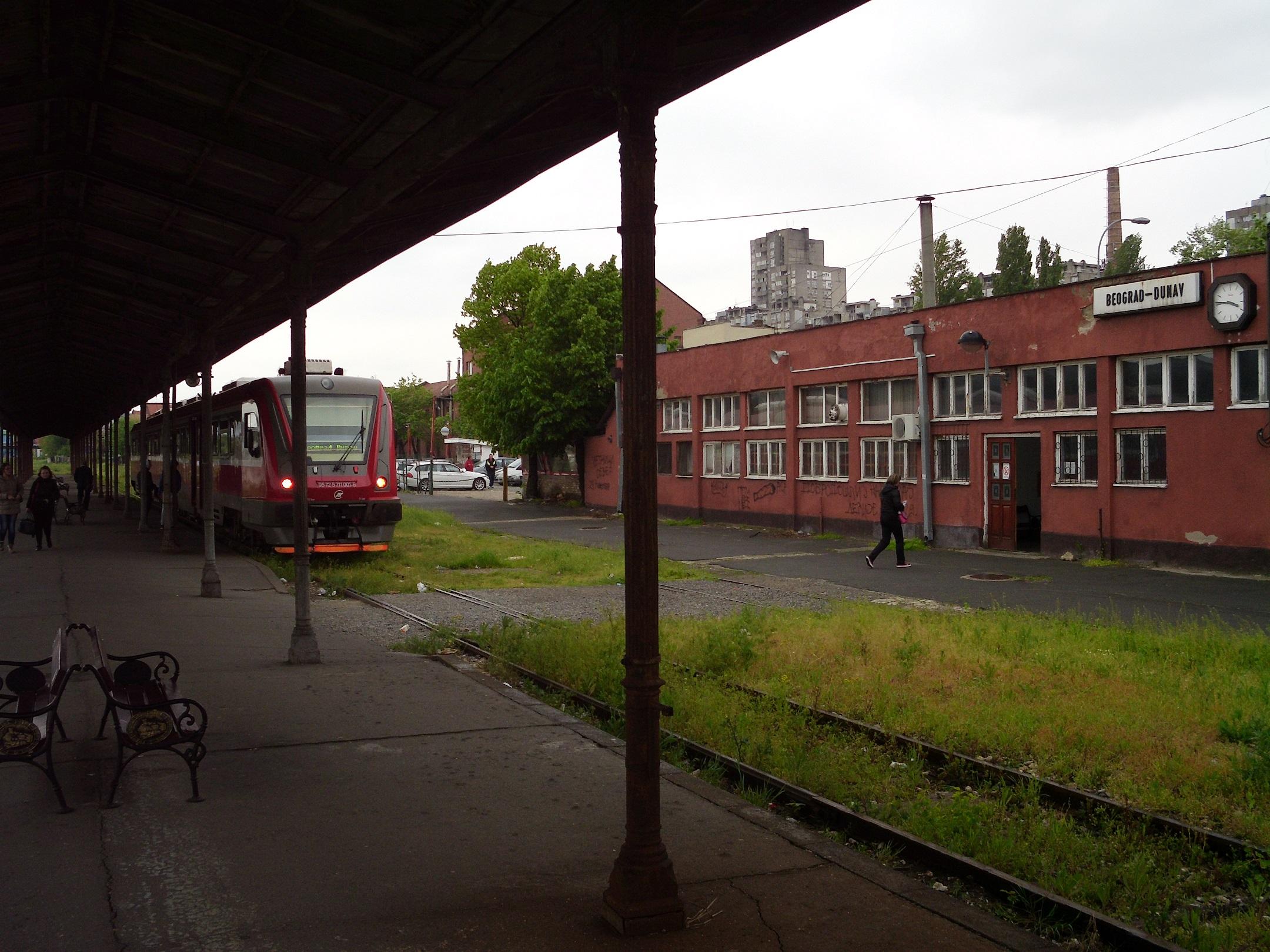 beograd_dunav_commuter_train.JPG