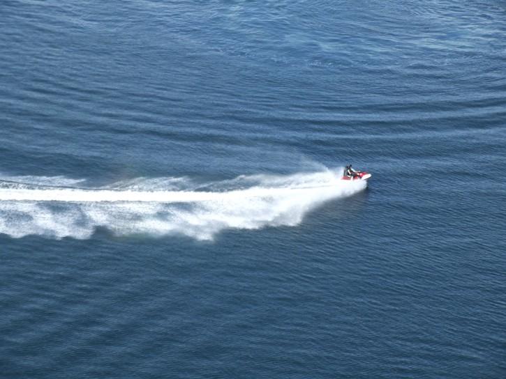jetski-on-the-water_w725_h544.jpg