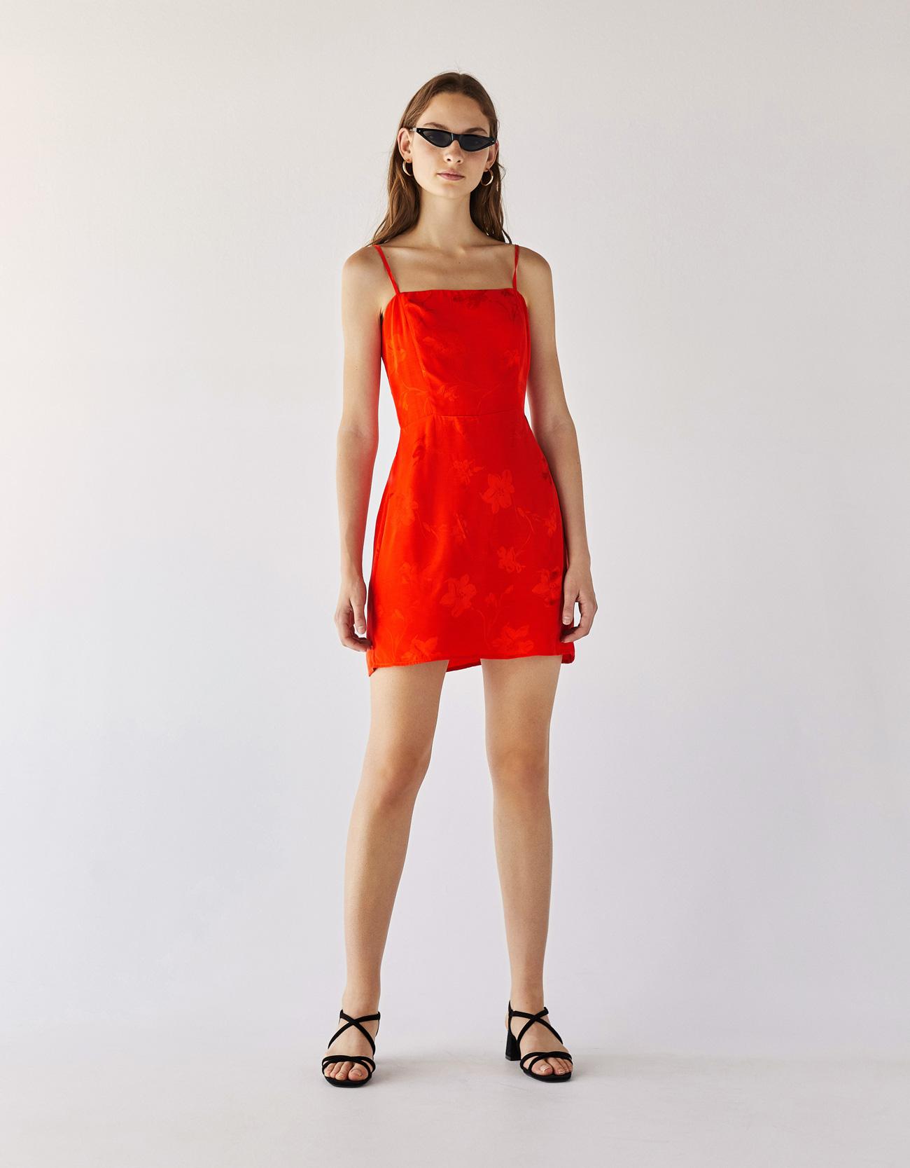 piros viragmintas mini ruha bershka.jpg. Bershka - 8995 Ft.  mohito pasztell asszimmetrikus fodros bojtos rozsaszin ruha.jpg 3cf941f3f5