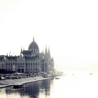Távozz tőlem sántán! – A szemfényvesztés magas iskolája: budapesti egészségházak