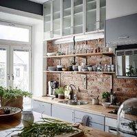 Otthonos svéd lakás szürkébe csomagolva