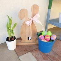 Törött vágódeszkából húsvétváró nyuszi