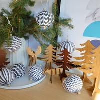 Készíts fekete-fehér papírgömböket a karácsonyfára!