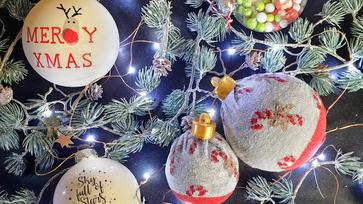 Kedvenc karácsonyi zokni a karácsonyfán kezd új életet