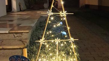 Hirtelen felindulásból elkövetett kültéri karácsonyi világítás növénykaróból