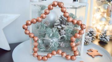 Egyszerűen elkészíthető karácsonyi csillag fagolyókból