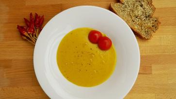Sárgaborsó-krémleves egy kis curryvel megspékelve