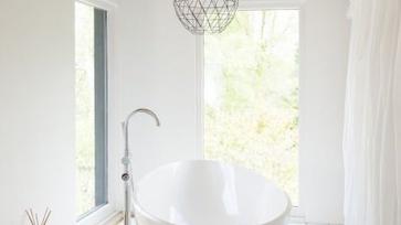 Szabadonálló kád, a nagy fürdőszobák álma