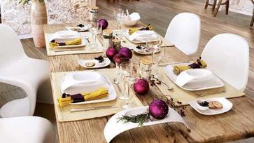 Karácsonyi dekoráció az ünnepi asztalon