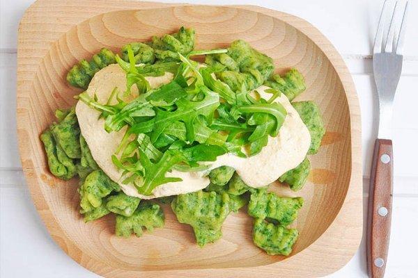 Gluten-Free-Wild-Garlic-Gnocchi-with-Smoked-Tofu-Pasta-Sauce-Gnocchi-fara-gluten-cu-leurda