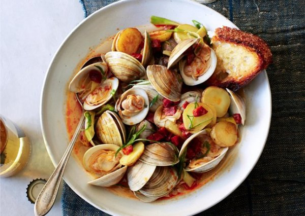 littleneck-clams-with-new-potatoes-and-spring-onions-6462
