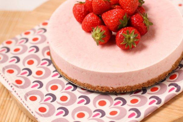cheesecake-glacé-à-la-fraise-frozen-strawberry-cheesecake-1-of-1-2