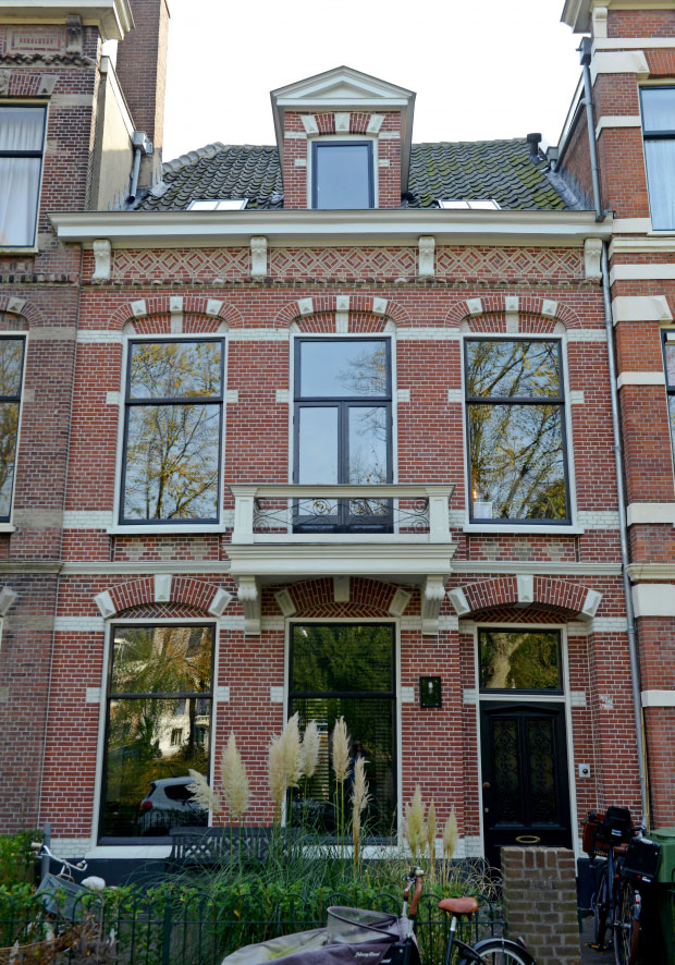 modern-interiors-in-old-townhouse-in-nehterlands-pufikhomes-14.jpg