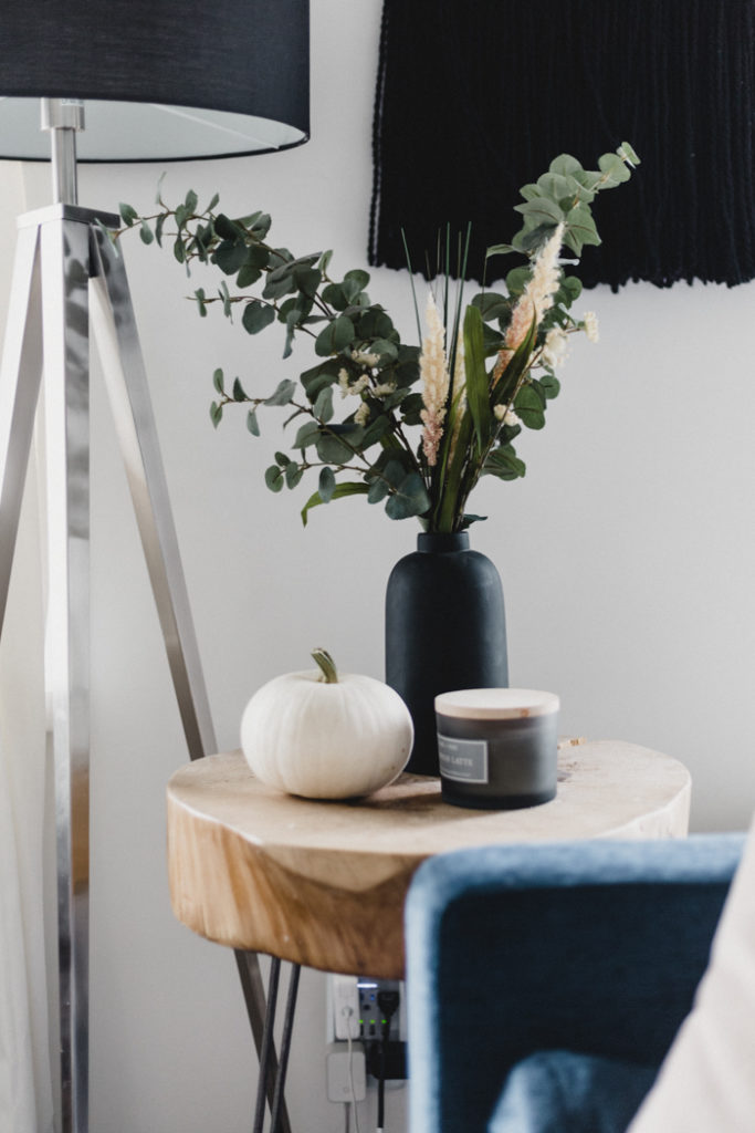 simple-side-table-styling-for-fall-683x1024.jpg