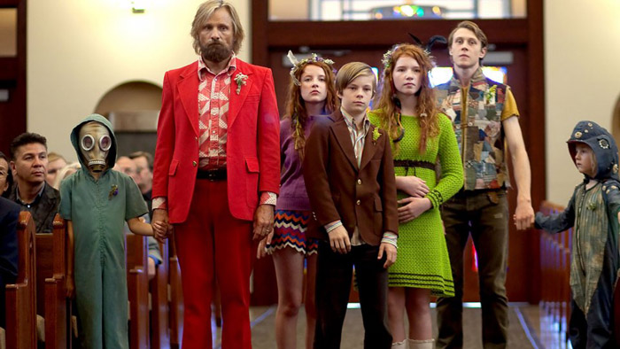 000070_26554_16256_captainfantastic_still1_shreecrooks_viggomortensen_samanthaisler_nicholashamilton_annalisebasso_georgemackay_charlieshotwell_byreganmacstravicbleeckerstreet_h_2016.jpg