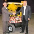 Elektromos kisautót adott át az Opel az Állatkertnek