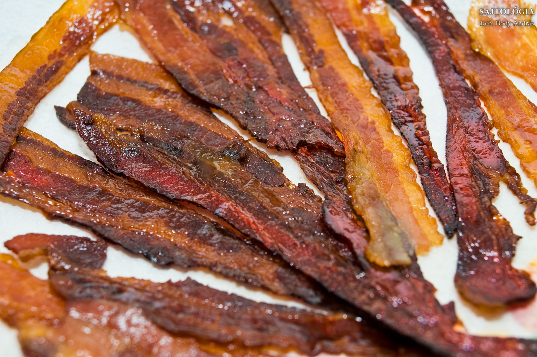 Sütőben, barna cukorral sült bacon.