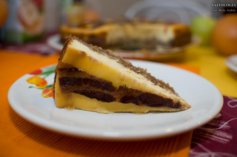 Ekkora méretben célszerű szeletelni. Ízletes, laktató, fárasztó desszert lett belőle.