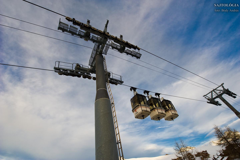'Telebus' ingyenes kabinos lift Plagne Centre és Plagne Villages között.
