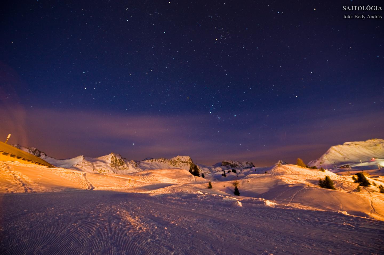 Éjszakai fények Col de Forcle és La Grande Rochette fölött.