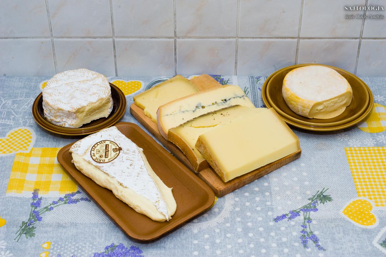 A teljes felhozatal: Camembert, Brie, Comté, Morbier, Abodance, Beaufort, Petit Reblochon.