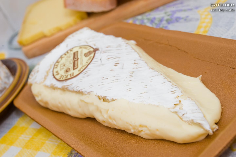 Brie de Meux AOC