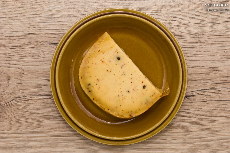 Borsos - sáfrányos sajt