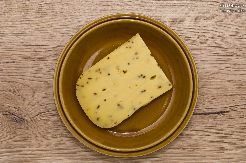 Köményes sajt