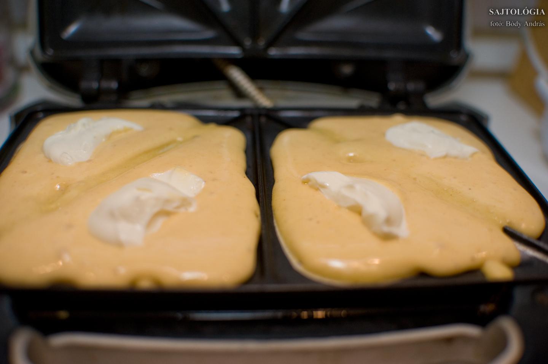 Harmadik lépés: készítsünk palacsintatésztát!<br />Negyedik lépés: Öntsük a sütőbe!<br />Ötödik lépés: Tegyünk rá krémsajtot, majd fedjük be újabb adag tésztával!