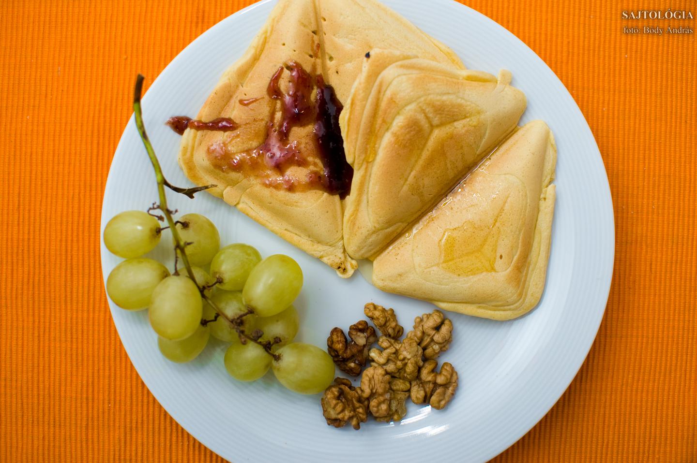 Édes verzió: natúr krémsajttal töltött, mézzel és/vagy lekvárral ízesített, toast formájú palacsinták. Teljes értékű reggelihez ne feledkezzünk meg a gyümölcsökről és magvakról!