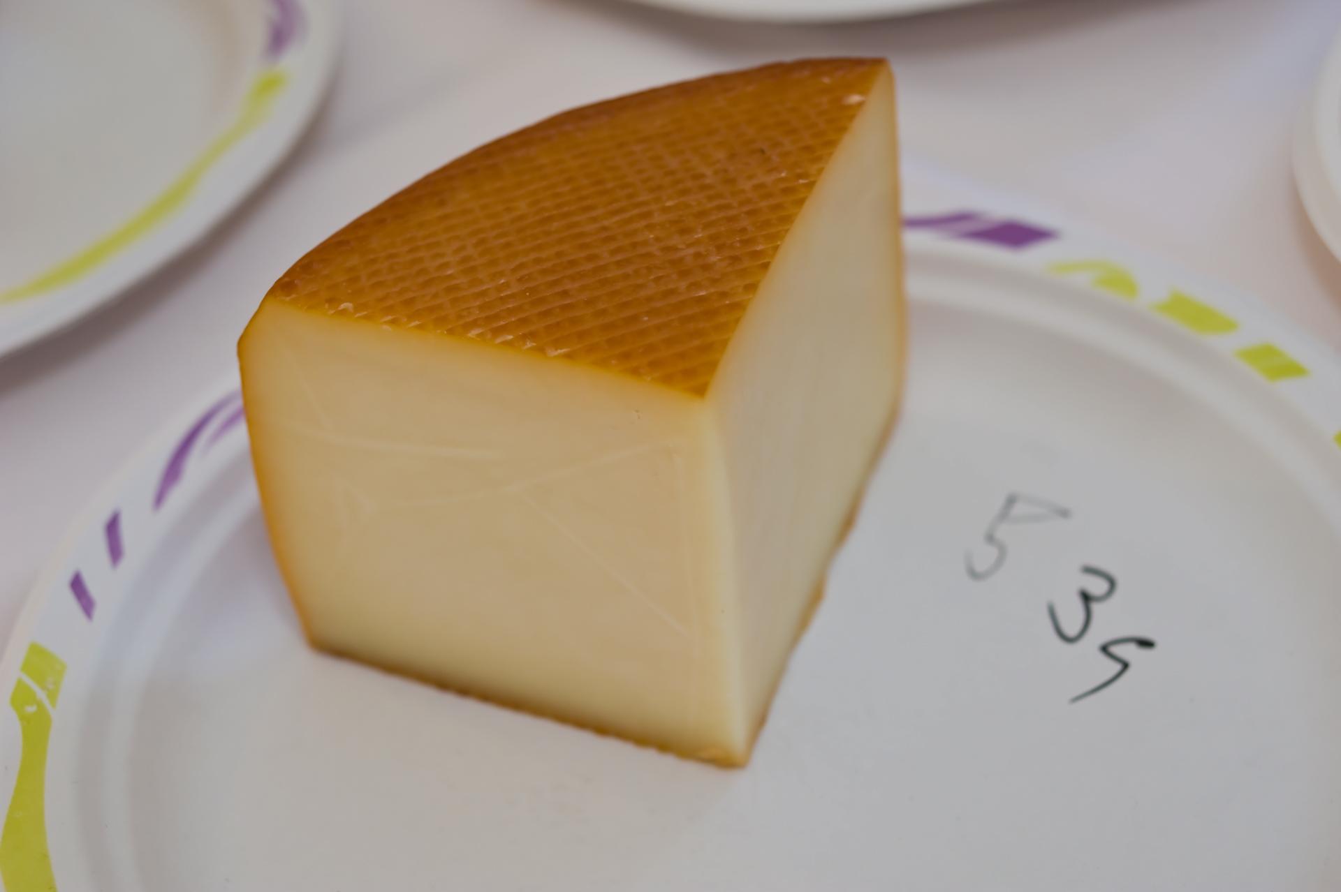 Füstölt érlelt sajt / Termelő: Alföldi Garabonciás