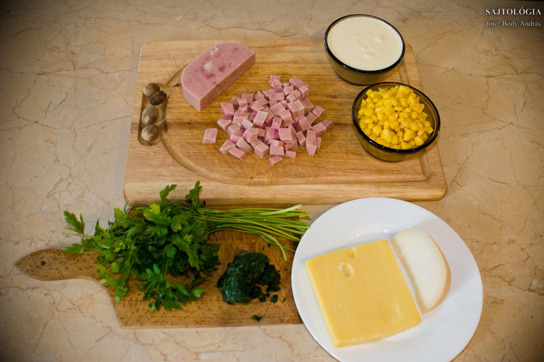 Hozzávalók: sonka, kukorica, szerecsendió, tejszín, sajtok (kecske gouda és bársony), petrezselyem, medvehagyma.