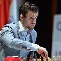 Carlsen szimultánozik - Videó