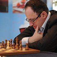Gelfand ostroma fenyegeti a trónt  - 39 -